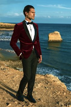 This Elegant men's formal wear with tuxedo and suits 12 image is part from 140 Elegant Men's Formal Wear with Tuxedo and Suits gallery and article, click read it bellow to see high resolutions quality image and another awesome image ideas. Red Velvet Suit, Red Suit, Suit And Tie, Mens Red Velvet Blazer, Red Tuxedo, Tuxedo Suit, Tuxedo For Men, Best Wedding Suits, Wedding Dress Suit