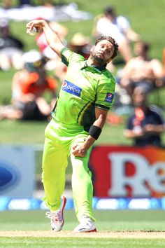 Shahid Afridi picked up the important wicket of Brendon McCullum. Brendon Mccullum, Shahid Afridi, World Cricket, New Zealand, Pakistan, Baseball Cards, News, Album, Grooms
