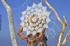 Encaje de bolillos en la Playa. Obra de la artista polaca Nespoon.