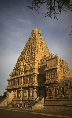 Tanjore Temple Ramanathaswamy Temple, Hindu Temple, Ancient Architecture, Beautiful Architecture, Architecture Design, Largest Countries, Countries Of The World, Pilgrimage, Incredible India