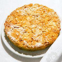 sehr cremiger, weicher Apfel-Mandel-Kuchen :) mal was anderes , nussig, fruchtig, cremig, einfach, schnell gemacht - http://www.kuechengoetter.de/rezepte/Kuchen/Apfel-Mandel-Kuchen-2318299.html