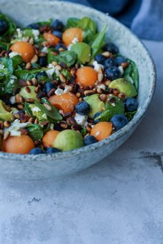 Sommersalat med melon, avocado, blåbær og pinjekerner Baby Food Recipes, Salad Recipes, Waldorf Salat, Vegetarian Recipes, Healthy Recipes, Work Meals, Greens Recipe, Dinner Is Served, Easy Food To Make