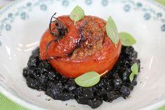 Patatotto negro con tomates preñaos