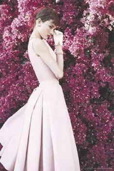 Audrey Hepburn - Dress Poster Print (60.96 x 91.44 cm) Th... https://www.amazon.co.uk/dp/B0072WQPLC/ref=cm_sw_r_pi_dp_x_wWJszbTH72069