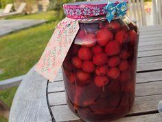 Une liqueur de cerises au sucre candi, fleurant bon la vanille, la cannelle et les clous de girofle à siroter à l'ombre d'arbres en fleurs...