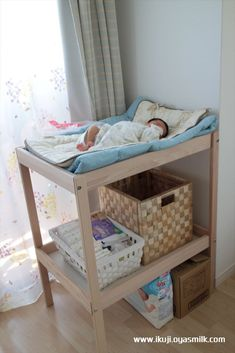 IKEA's diaper change table is a remake and can be used for fashion so far … Twin Baby Girls, Baby Boy Rooms, Baby Cribs, Ikea Changing Table, Changing Table Organization, Baby Room Design, Baby Room Decor, Baby Room Storage, Baby Life Hacks