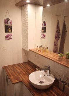 Vous recherchez de l'inspiration pour intégrer discrètement votre machine à laver dans la salle de bain ? Découvrez ce meuble réalisé sur-mesure !