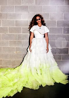 𝔬𝔣𝔣 𝔴𝔥𝔦𝔱𝔢. beyoncé OTRII 💚✨ still one of my fav outifit from she said 🥬 Beyonce Style, Beyonce And Jay Z, Beyonce Beyhive, Singer Fashion, Runway Fashion, Fashion Outfits, Queen B, Celebs, Celebrities