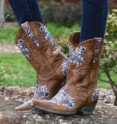 Old Gringo Sora Oryx & Blue Boots Picture Blue Cowgirl Boots, Wedding Cowboy Boots, Blue Boots, Old Gringo Boots, Bride Shoes, High Heels Stilettos, Your Shoes, Hiking Boots, Rain Boots