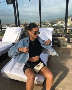 New Photos 38 Trendy Summer Outfits You Should Try Now Strate Cycling Shorts Outfit Outfits photos Strate summer trendy Looks Style, Looks Cool, Cute Casual Outfits, Short Outfits, Black Outfits, Casual Chic, Mode Punk, Black Biker Shorts, Outfit With Black Shorts