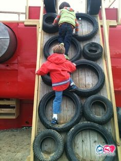Easy Ideas for reusing tyres in outdoor play areas and backyards. - - A huge collection of ideas and inspiration for reusing tyres in outdoor play creatively & safely. Save money on outdoor play equipment by upcycling! Backyard Swing Sets, Backyard Playset, Backyard For Kids, Garden Kids, Outdoor Playset, Garden Crafts, Kids Outdoor Play, Outdoor Play Areas, Kids Play Area