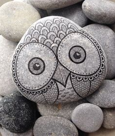 Hand painted rock from the beach - toronto projects to try stone art, paint Pebble Painting, Pebble Art, Stone Painting, Painted Rocks Craft, Hand Painted Rocks, Painted Stones, Owl Rocks, Stone Wrapping, Rock Painting Designs