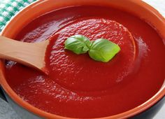 Homemade tomato sauce recipe - authentic Italian tomato sauce which is sometimes called ragu or gravy. Easy Tomato Pasta Sauce, Italian Tomato Sauce, Tomato Sauce Recipe, Homemade Tomato Sauce, Canned Tomato Sauce, Sauce Recipes, Salsa Dulce, Breakfast Bread Recipes, Indian Food Recipes