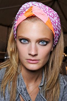 marc-by-marc-jacobs-ss13-hair-trends-head-scarf.jpg (450×676)  Marc by Marc Jacobs SS13 Hair Trend