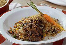 Arroz de paleta desfiada com farofa de curry por Academia da carne Friboi