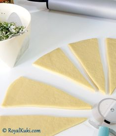 Peynirli Kolay Kruvasan Sandviç – The Most Practical and Easy Recipes Pastry Design, Croissant, Plastic Cutting Board, Food And Drink, Cheese, Tableware, Easy, Kitchen, Art Projects