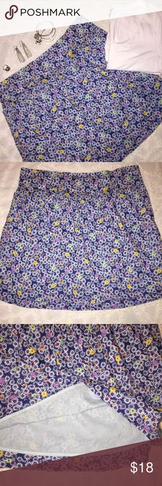 """Old Navy Women's Cotton Floral Skirt Large New Old navy  Women's skirt  Large  Navy with white flowers  Elastic waistband  Measurements- garment laying flat Waist: 16.5"""" Waist to bottom hem: 17.5"""" Old Navy Skirts"""