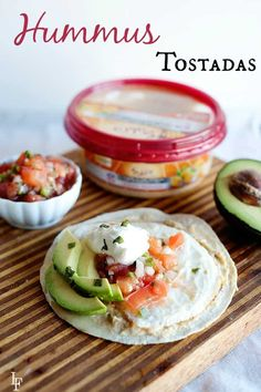Hummus Tostadas Recipe Tostada Recipes, Lunch Recipes, Mexican Food Recipes, Whole Food Recipes, Dinner Recipes, Cooking Recipes, Mexican Dishes, Summer Recipes, Lunch Snacks