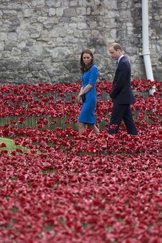 Kate Middleton Photos - Duke And Duchess Of Cambridge And Prince Harry Visit Tower Of London's Ceramic Poppy Field - Zimbio