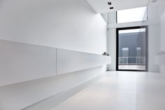 Foto: Maarten Devoldere #white #interior #paint #furniture #window #detail #light #minimalistic