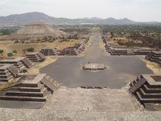 Teotihuacan, Mexico. Calzada de los muertos