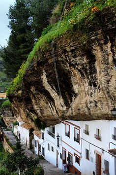 SETENIL DE LAS BODEGAS, CÁDIZ Andalucia<España http://www.pinterest.com/Melodyemilly/spain-southern-board-6-andalucia-cadiz-seville-cor/