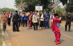 Dokumentasi Seni Budaya Abdul Aziz: Sekapur Sirih Seni Budaya Palang Pintu Betawi Street View