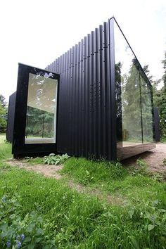 Frameless structural glass windows to award winning garden room design by IQ Glass