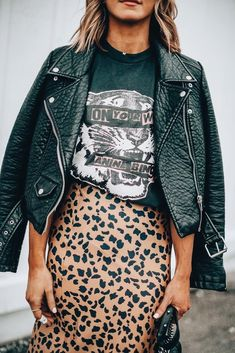 How to wear graphic tees + 12 favorites 15 winter fashion tips by s most stylish influencers Trend Fashion, Moda Fashion, Fashion Outfits, Style Fashion, Fashion Ideas, Womens Fashion, Jeans Fashion, Fashion Quotes, Fashion Top