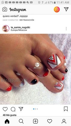 What Christmas manicure to choose for a festive mood - My Nails Pretty Pedicures, Pretty Toe Nails, Cute Toe Nails, Fancy Nails, My Nails, Pedicure Designs, Manicure E Pedicure, Toe Nail Designs, Toe Nail Color
