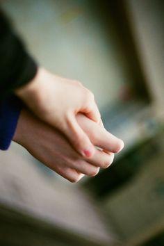 """""""Dá-me a tua mão e vamos ser alguém a vida é feita para nós."""" Ornatos Violeta"""