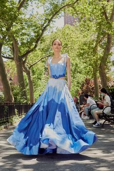 Prabal Gurung Resort 2022 Collection   Vogue High Fashion, Fashion Beauty, Fashion Show, Prabal Gurung, Friends Fashion, Party Looks, Formal Gowns, Ball Gowns, Skirt Set