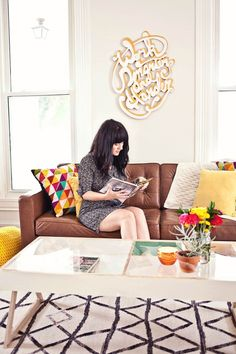Save this DIY lucite decor project to learn how to make a coffee table with an acrylic top.