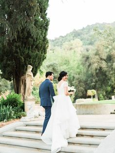 A beautiful walk to the Historic Villa with a stunning bride!  Aimi Duong (Love in Photographs)