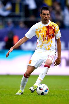 Bruno Soriano of Spain runs with the ball during an international friendly match between Spain and Bosnia at the AFG Arena on May 29, 2016 in St Gallen, Switzerland.