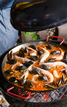Grilled Seafood Paella Valenciana ~Yes, more please!, Seafood Paella Hasty Bake Grill Recipes The Outdoor Test Kitchen, Seafood Paella Ha. Grilling Recipes, Fish Recipes, Seafood Recipes, Cooking Recipes, Seafood Paella, Seafood Dinner, Healthy Weeknight Meals, Easy Healthy Recipes, Recipes