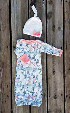 Wanderlust Newborn Gown with Knot Hat Size 0-3 door brambleandbough