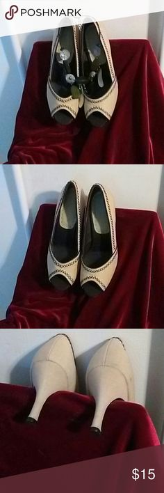 SUNDAY SALE!!! Aerosoles Beige Fabric Heels Lovely Pair of Aerosoles Palm Wave Beige Fabric Peep Toe Heels with Brown Trim Pattern. Size 9 M. Very Good Condition. Minimal wear. Slight smudge on left rear side. See Pic 3. Step into Spring and Summer with these Stylish Heels! AEROSOLES Shoes Heels