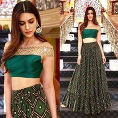 Gorgeous Kriti Sanon in Arpita Mehta's Designs - Tikli Sari Blouse Designs, Lehenga Designs, Indian Wedding Outfits, Indian Outfits, Mehendi Outfits, Indian Clothes, Moda Indiana, Lehnga Dress, Lehenga Choli