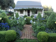 The cottage garden is a fave for THEM because it is higgeldy pigeldy and full of. The cottage gard Cottage Patio, Cottage Garden Plants, Garden Shrubs, Cottage Homes, Home And Garden, Cottage Front Garden, Bungalow Homes, Cute Cottage, Cottage Style