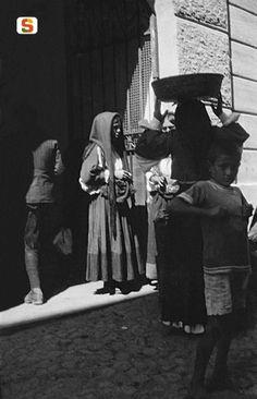 Antonio Ballero,  Nuoro, A mercato nuovo presso il vecchio palazzo comunale, 1915