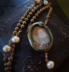 Elizabeth I Ouroboros Pictorial Necklace by ParrishRelics Pearl Beads, Pearl Necklace, Pendant Necklace, Vintage Fans, True Art, Resin Jewelry, Vintage Antiques, Bling, Jewels