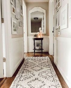 farmhouse home accents Hallways can be very tricky to decorate in my opinion! They are narrow and often times oddly-shaped. However, this designer knocked her Home, House Styles, Cheap Home Decor, Farm House Living Room, Farmhouse Living, New Homes, House, House Interior, Hallway Decorating
