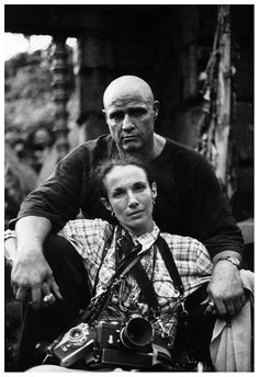 camerasinthemedia: Mary Ellen Mark self portrait with Marlon Brando on the set of Apocalypse Now, with, by the looks of it, at least one Leica and two other cameras. Cuadros de fotos hacer Very good movie Mary Ellen Mark, Marlon Brando, Apocalypse Now, Photo Star, Famous Photographers, Advertising Photography, Vintage Cameras, Documentary Photography, Photojournalism