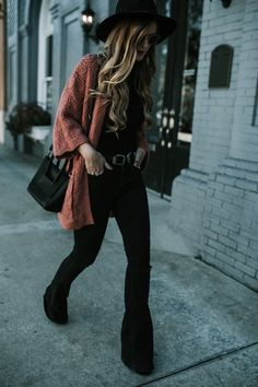 Cozy Fall Weekend Outfit - - Shannon Jenkins from Upbeat Soles styles a fall weekend outfit with Chicwish coral cardigan, black high waisted denim flares and black hat Source by Outfits With Hats, Boho Outfits, Trendy Outfits, Fashion Outfits, Casual Grunge Outfits, Grunge Winter Outfits, Edgy Fall Outfits, Fashion Tips, Fall Winter Outfits