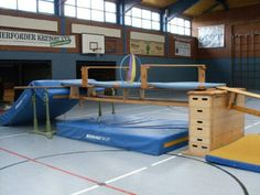 Turnen Im Kindergarten - Mode Für Teens Sports Activities For Kids, Motor Activities, Toddler Activities, Toddler Gym, Pe Ideas, Gym Games, Physical Education Games, Exercise For Kids, Parkour