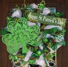 1000 images about wreaths st patrick on pinterest deco mesh irish and mesh. Black Bedroom Furniture Sets. Home Design Ideas