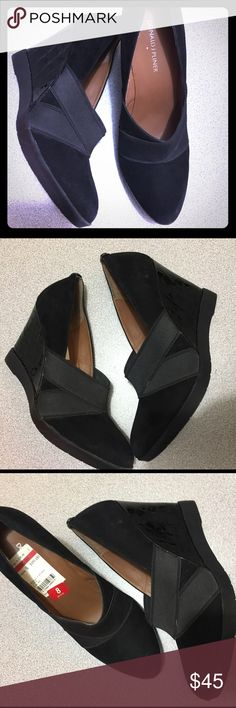 Woman shoes New with tags's... very comfortable black, never worn... I would like to ship it without the box, because it does not feed on my shipping packages Donald J. Pliner Shoes Ankle Boots & Booties
