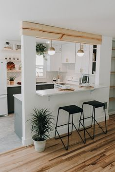 Home Decoration Ideas Crafts Mid-Century Ranch With Serene Minimal Style - Decoholic Decoration Ideas Crafts Mid-Century Ranch With Serene Minimal Style - Decoholic Kitchen Room Design, Home Decor Kitchen, Kitchen Living, Kitchen Interior, Home Kitchens, Kitchen Ideas, Kitchen Island Room Divider, Half Wall Kitchen, Kitchen Bar Counter