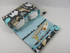 Animal Diaper Clutch with clear zipper pouch - Baby Zoology Sea: etsy Small Diaper Bag, Newborn Baby Tips, Diaper Organization, Baby Wipe Case, Diaper Clutch, Baby Sewing Projects, Gifts For New Parents, Couture, Baby Prints